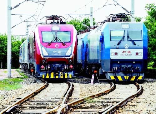新疆铁路迎来新型和谐电力机车