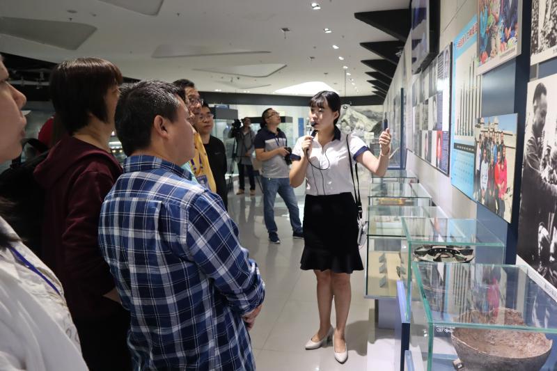 """海外华文媒体记者在一师阿拉尔市受到""""感动+震动"""""""