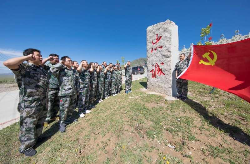 边境哨所党旗红