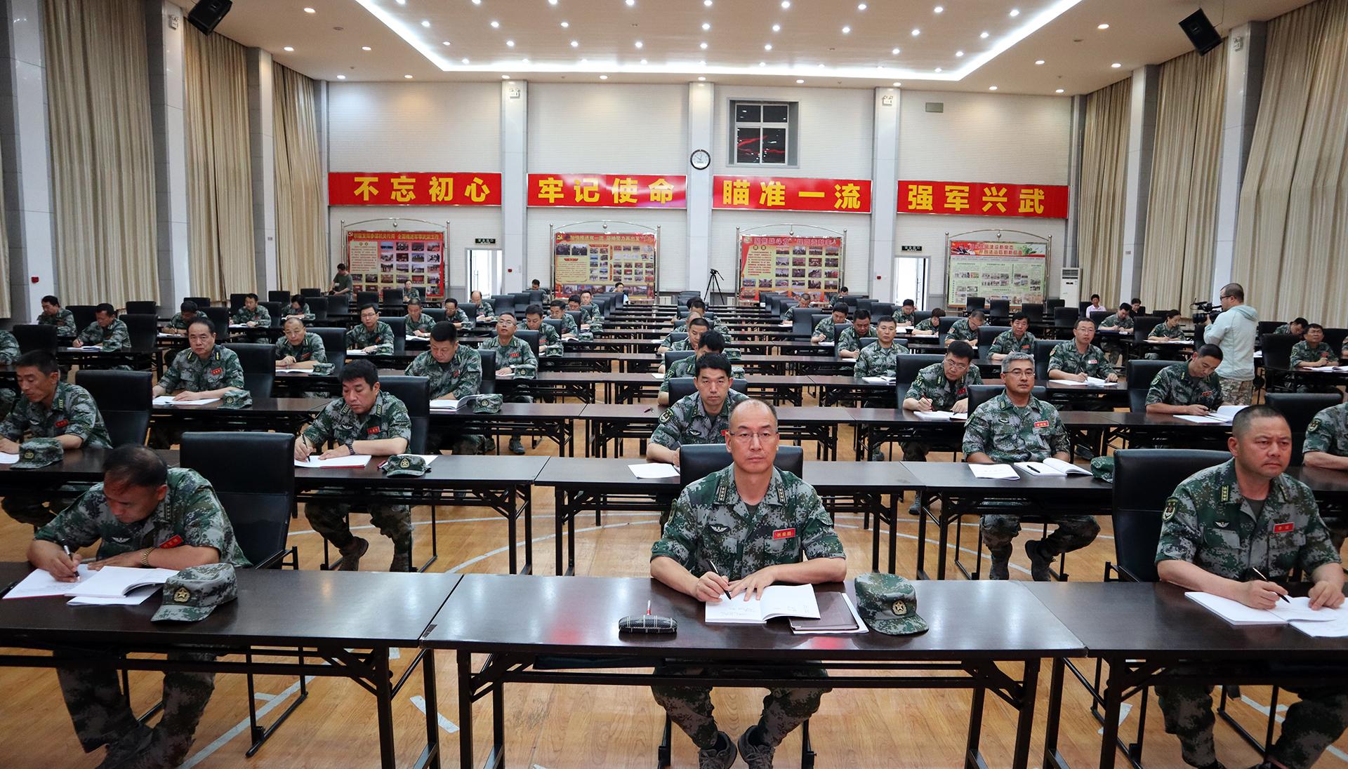 """兵团第一期新任职师团领导提升""""兵""""的能力培训班侧记"""