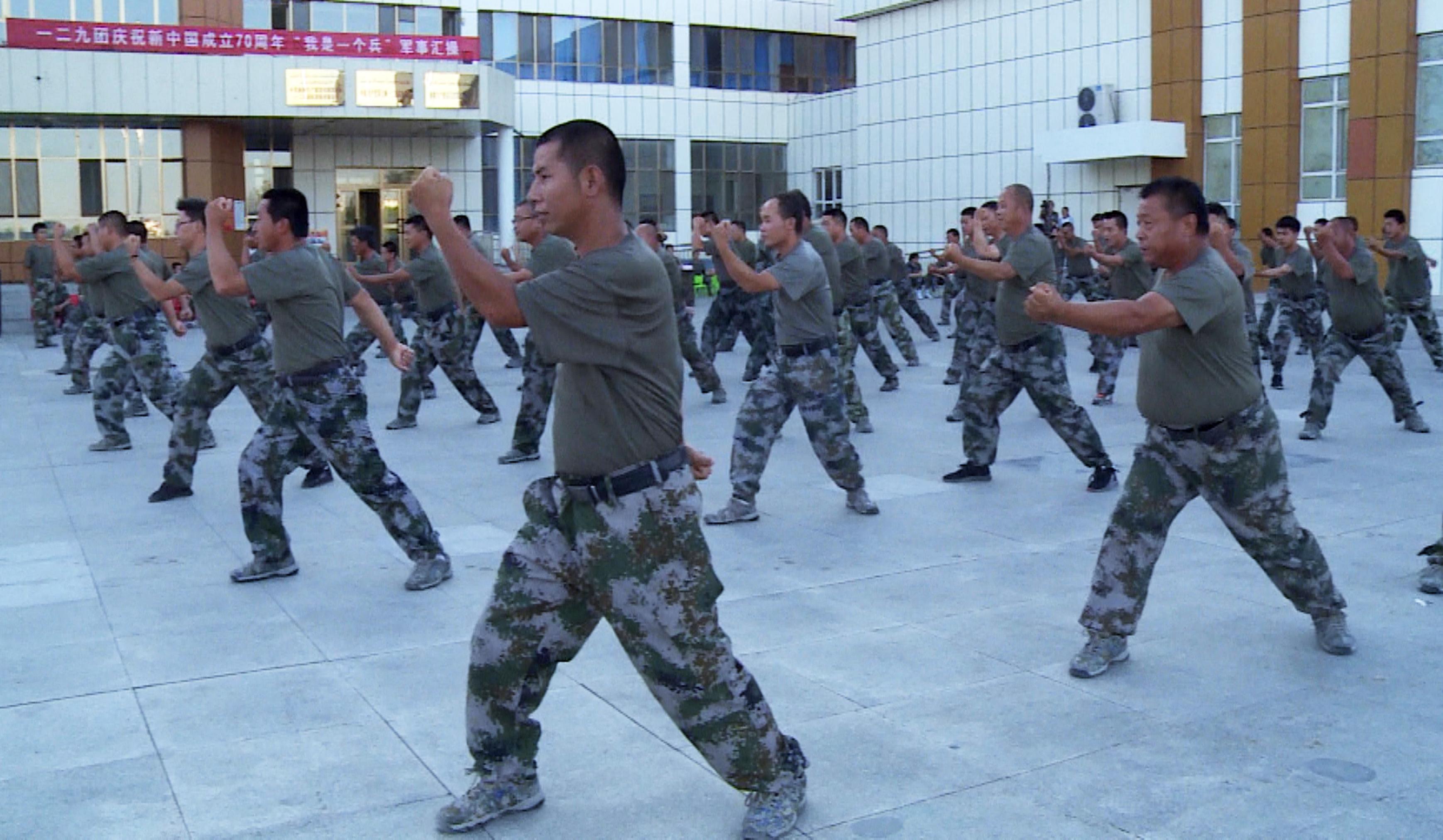 """一二九团举行""""我是一个兵""""军事会操表演"""