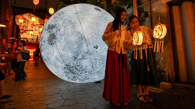 """吉隆坡:与""""月亮""""合影"""