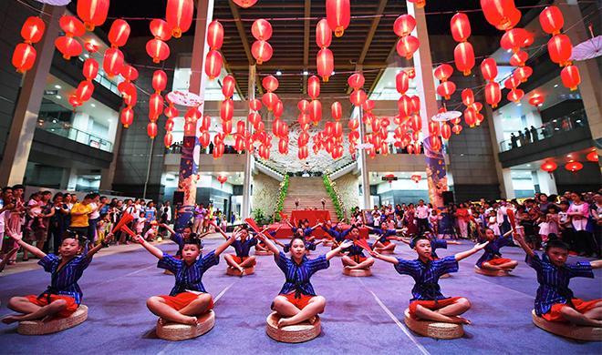 礼赞新中国 奋进新时代   过中秋佳节 品传统文化