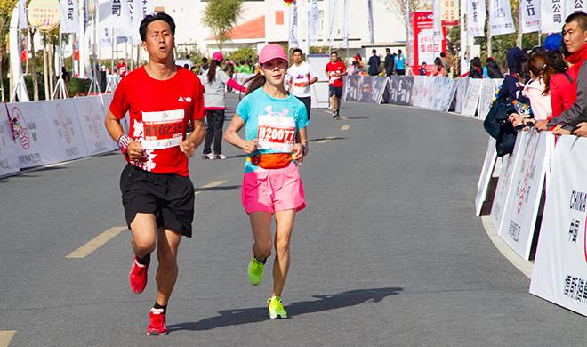 5500余名选手参加2019铁门关市半程马拉松赛