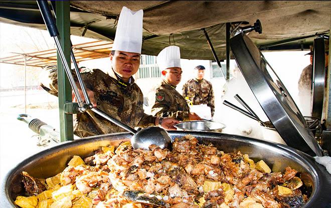 二师民兵训练基地开展后勤野外炊事实战化训练