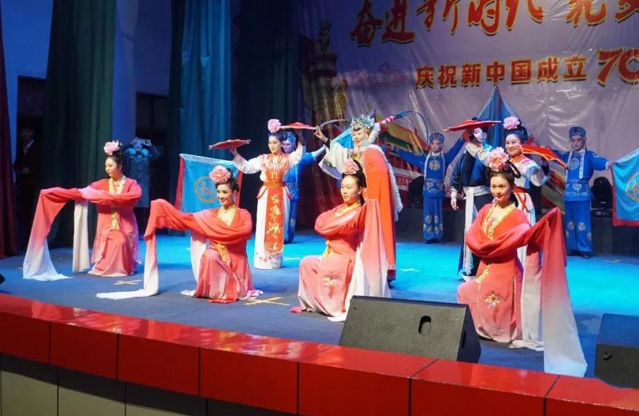 石河子市艺术剧院豫剧团文化惠民慰问演出走进一四三团
