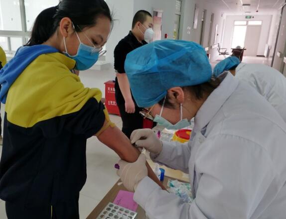 三〇团中学组织学生进行复课复学健康检查