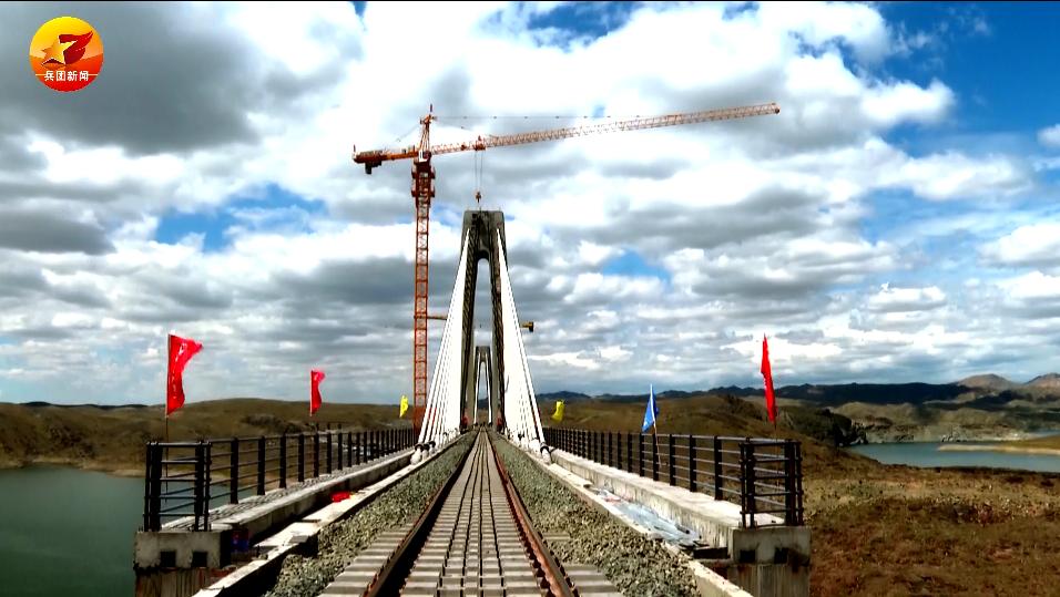 微视频 | 顺利铺通!北疆铁路环线形成进入倒计时啦!
