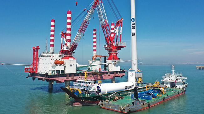 国内首台10兆瓦海上风电机组成功并网发电