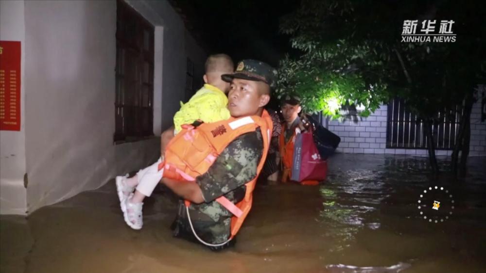 现场19秒丨致敬!洪水中最可爱的人
