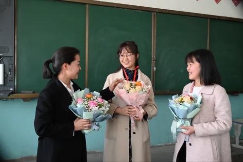 """五十三团第一小学举行庆""""三八""""国际妇女节活动"""