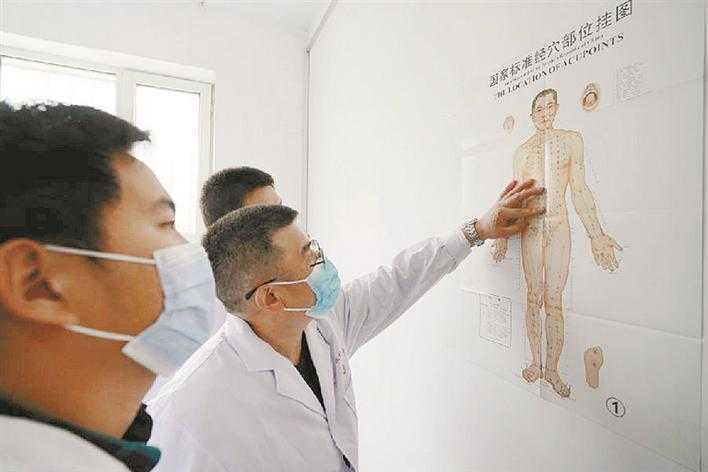 三师叶城二牧场:牧民在家门口看上中医