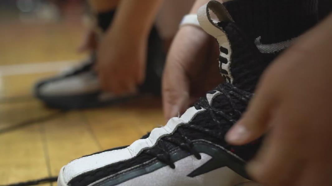 """这里是新疆   快乐的篮球""""双子"""""""